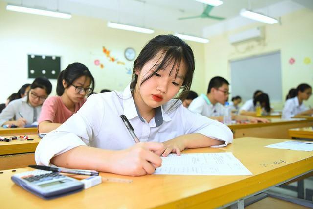 Thí sinh thi vào lớp 10 tại Hà Nội hôm 2/6. Ảnh: Giang Huy