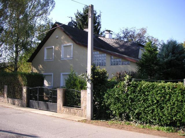 Căn nhà nơi Wolfgang giam giữ Natascha suốt 3096 ngày (Ảnh: Wikimedia)