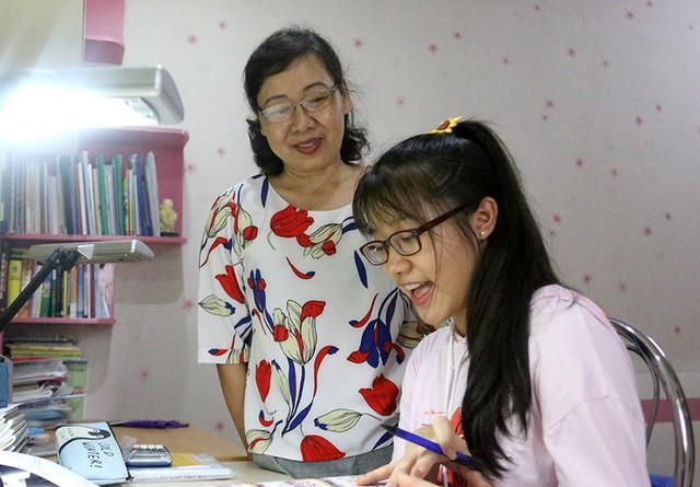Có kết quả học tập xuất sắc nhưng Thanh Lam không lựa chọn đăng ký vào các trường chuyên. Em cũng thầm cảm ơn mẹ vì đã không ép mình phải chạy theo những thành tích, danh hiệu.