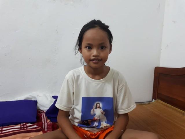 Sức khỏe bé Quỳnh đang tốt lên, em vẫn mong ước được quay lại trường học. Ảnh TG