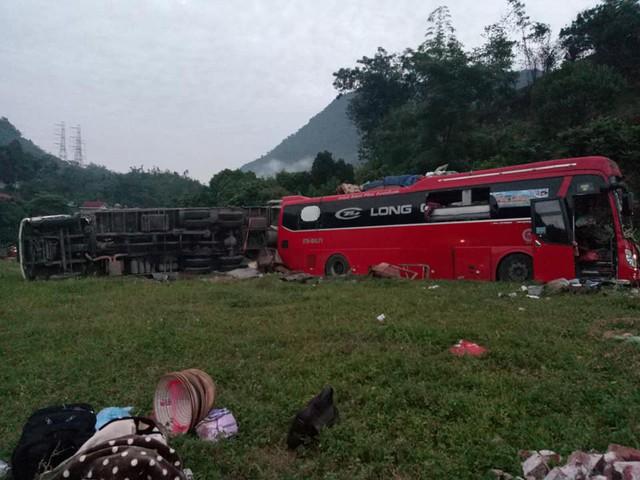 Vụ tai nạn xảy ra vào khoảng 00h15 phút sáng 17/6, tại quốc lộ 6, thuộc địa phận xã Đồng Bảng, huyện Mai Châu, tỉnh Hòa Bình. Ảnh: TV