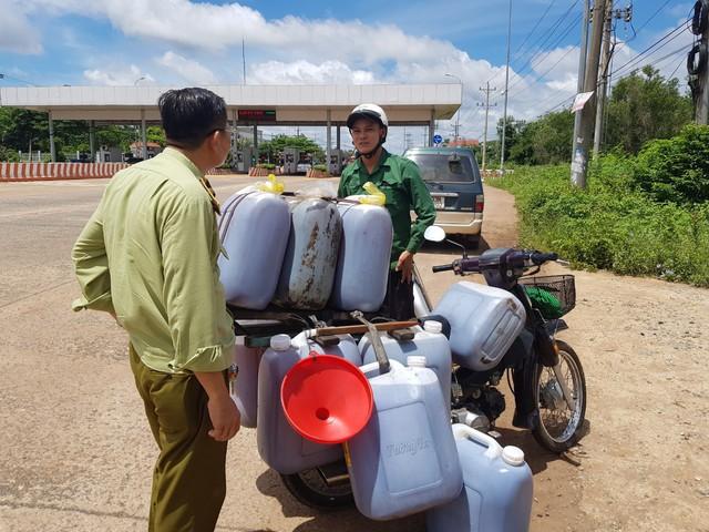 Lực lượng chức năng tỉnh Bình Phước vừa phát hiện một chuyến xe vận chuyển đến 330 lít dầu ăn bẩn trên địa bàn.