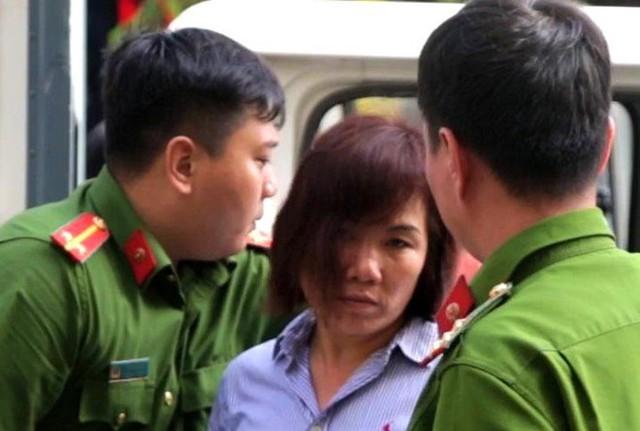 Bị cáo Nga được đưa đến tòa sáng 17/6. Ảnh: Trương Khởi.