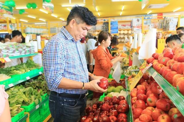 Trái cây nhập khẩu tại Bách hóa Xanh luôn có giá rẻ hơn so với thị trường nhưng vẫn đảm bảo độ tươi ngon.