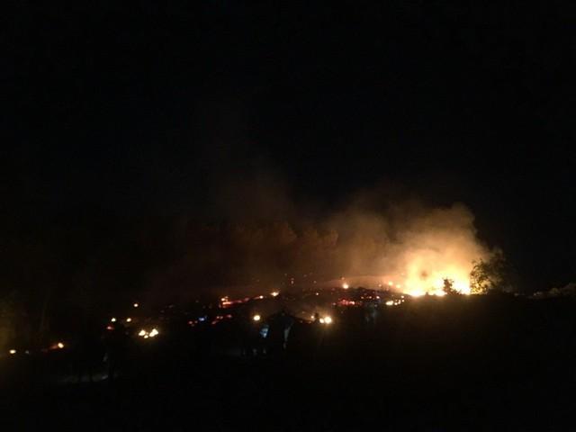Do thời tiết khắc nghiệt, địa hình hiểm trở khiến việc dập lửa gặp nhiều khó khăn.