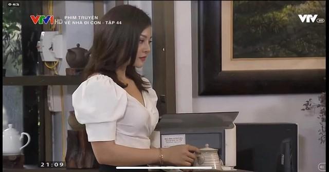 Trong  Về nhà đi con , Nguyễn Trà My đảm nhiệm vai nữ thư ký sexy của Vũ (Quốc Trường). Cô nàng bị Thư dằn mặt trong tập 44 và đề nghị Vũ đuổi việc.