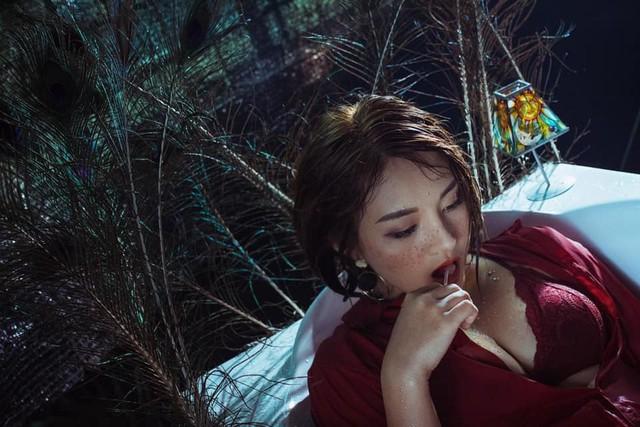 Trước đó cô nàng từng tham gia đóng series phim Kem Xôi cùng Quỳnh Kool.