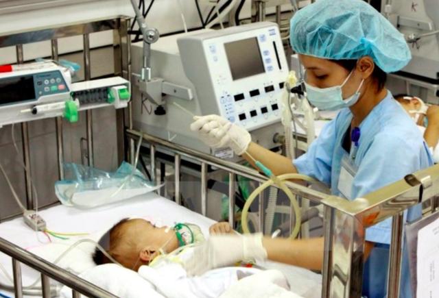 Chăm sóc bệnh nhi tại Bệnh viện Nhi Trung ương