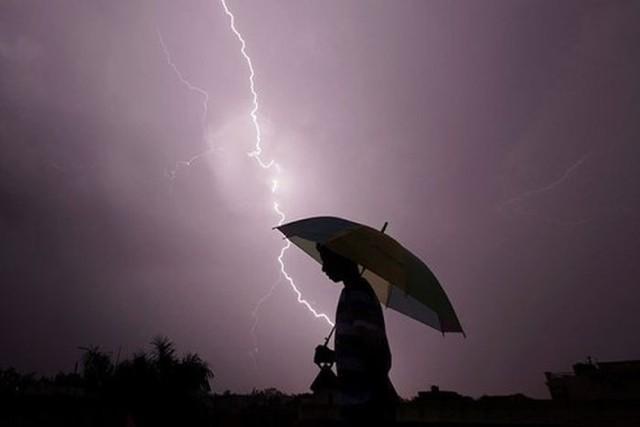 Tia sét luôn luôn nằm trong số 5 kẻ giết người hàng đầu liên quan tới thời tiết