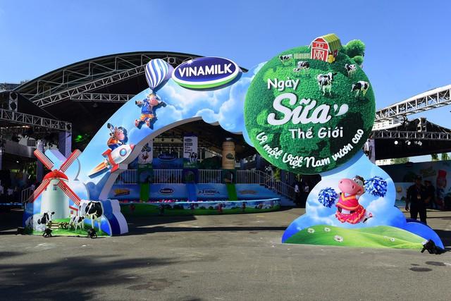 Sự kiện được tổ chức tại nhà thi đấu Phú Thọ - Tp. HCM thu hút sự tham gia của rất nhiều gia đình đưa con em đến vui chơi nhân dịp Ngày quốc tế thiếu nhi