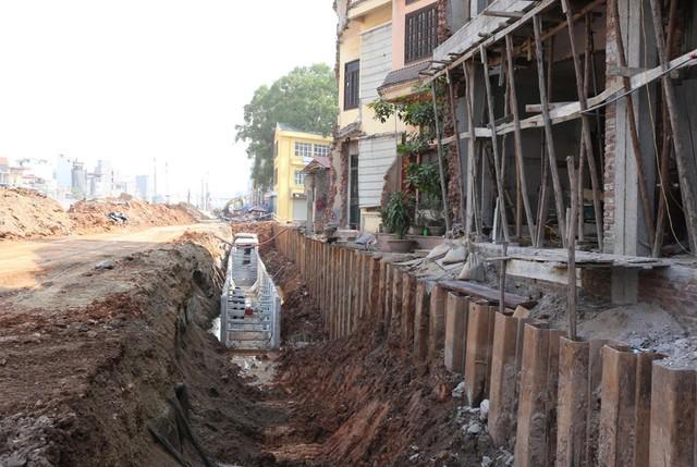 Cách đây đúng 1 năm, đường Phạm Văn Đồng chính thức được thi công mở rộng, đây là tuyến đường huyết mạch của Thủ đô. Tuyến đường kết nối cửa ngõ phía Nam, cầu Thanh Trì, Cầu Thăng Long.