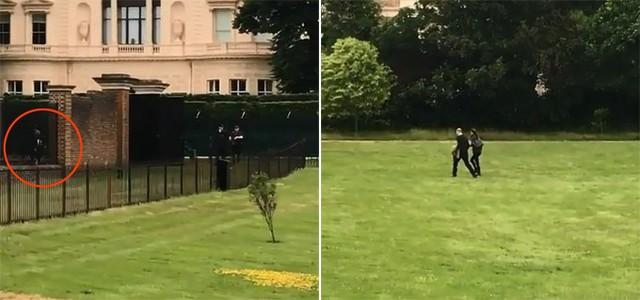 Vợ chồng William - Kate đi bộ qua bãi cỏ ở Điện Kensington và được ba con ra đón hôm 11/6. Ảnh cắt từ video.
