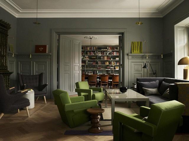 Sự cân bằng giữa chức năng và thẩm mỹ trong phong cách nhà Scandinavian khiến bất cứ ai đã yêu thích là không thể cưỡng lại được. Đơn giản như trong thiết kế phòng khách này, đồ nội thất như bàn và ghế sofa khá nhiều nhưng nhờ sử dụng hai màu sắc trầm và sáng tạo thị giác thông minh, hiệu quả.
