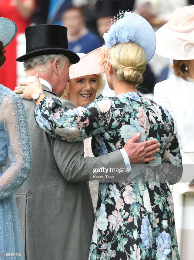 Thái tử Charles tỏ ra thân thiết với cô cháu gái của mình.