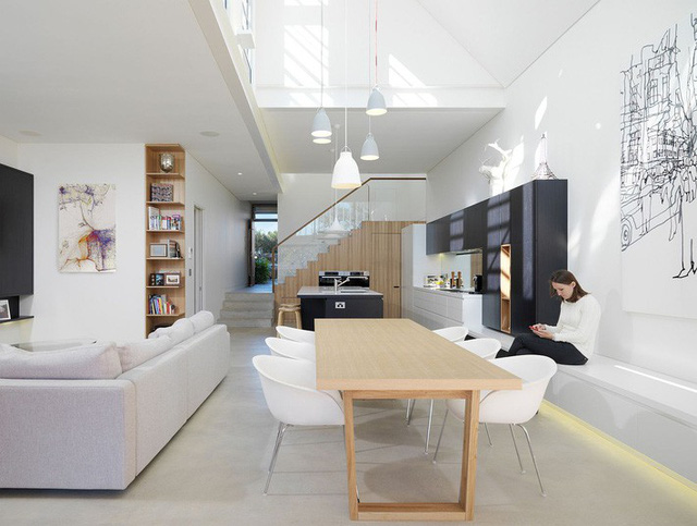 Khu vực sinh hoạt tuyệt vời tràn ngập ánh sáng với nhà bếp và không gian ăn uống.