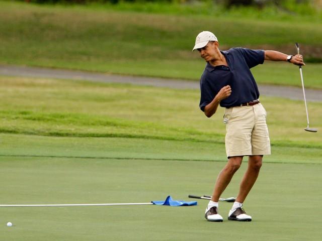 Obama cũng về thăm bang quê hương Hawaii và đảo Tetiaroa trong vùng Polynesia thuộc Pháp, nơi ông lưu trú tại một khu nghỉ dưỡng cao cấp có tên gọi là The Brando. Một đêm nghỉ tại villa có một phòng ngủ trong khu nghỉ dưỡng này có thể lên đến 3.034 - 4.318USD (70,5 - 100,4 triệu đồng).