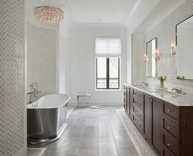 Không chỉ giúp tạo điểm nhấn và nâng tầm vẻ đẹp căn phòng tắm, những mẫu đèn chùm với ánh sáng vàng còn mang lại cảm giác ấm cúng.