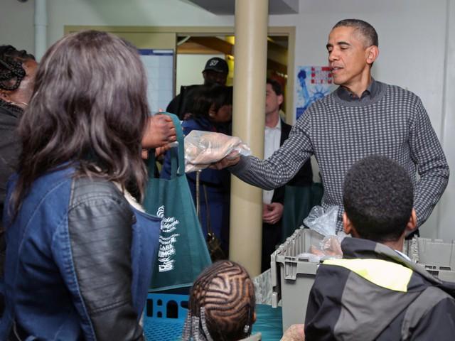 Gia đình Obama cũng dành một khoản tiền đáng kể cho hoạt động từ thiện. Từ năm 2009 đến 2015, họ đã chi 1,1 triệu đô la cho các hoạt động từ thiện, theo Forbes.