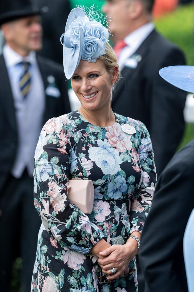 Zara là con gái của Công chúa Anne, chị gái của Thái tử Charles.