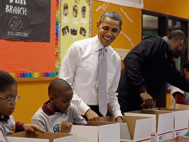 Tạp chí Times từng trích dẫn con số từ tờ khai thuế, vào năm 2015, gia đình Obama đã tặng hơn 64.000USD, tương đương 15% thu nhập của họ cho 34 tổ chức từ thiện,