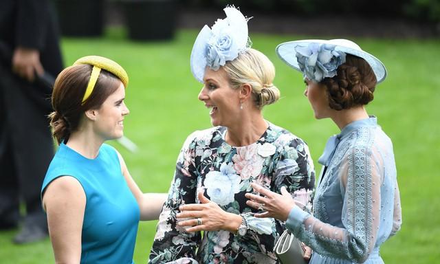 Zara cũng tỏ ra thân thiết với các hoàng gia khác.