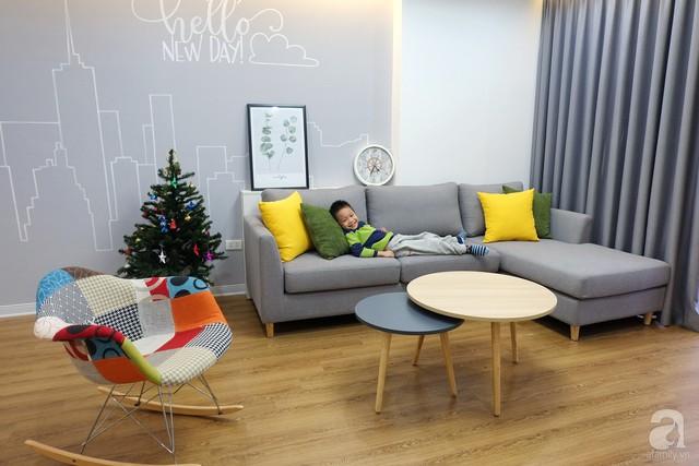 Không gian phòng khách không cần đến sự cầu kỳ nhưng vẫn tạo sự thoải mái, ấm cúng cho mọi người khi sử dụng.