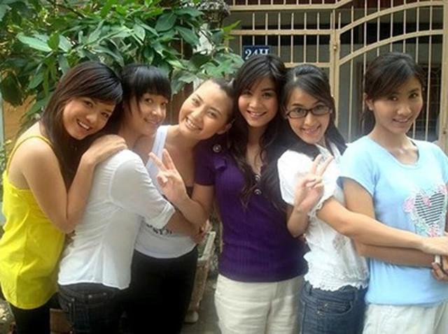 Tên tuổi Lê Bê La được chú ý nhiều nhất trong bộ phim Cổng mặt trời. Cả  6 cô nàng đều có mối quan hệ thân thiết đến hiện tại, chỉ có Lê Bê La và diễn viên Ngọc Lan là xảy ra mâu thuẫn lớn đến mức không còn nhìn mặt nhau.