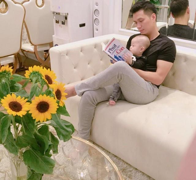Đang sống hạnh phúc trong căn hộ sang chảnh, thế nhưng mới đây, vợ chồng nam diễn viên Việt Anh tuyên bố đã ly hôn khiến nhiều người ngỡ ngàng.