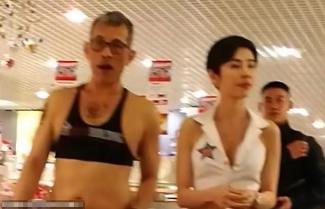 Vua Vajirusongkorn mặc croptop đi mua sắm ở Munich, Đức năm 2017. Ảnh: Cen.