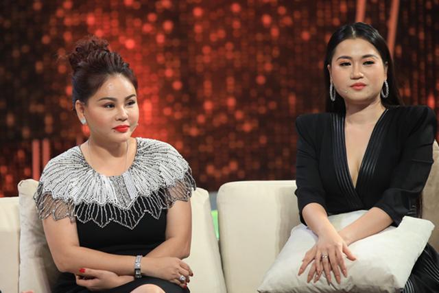 Nghệ sĩ Lê Giang (trái) tham gia ban cố vấn tập 12 chương trình Người ấy là ai, phát sóng tối 21/6.