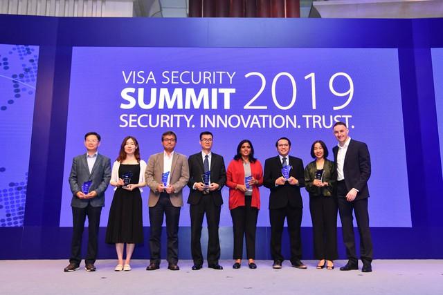 """Vietcombank vinh dự nhận giải thưởng """"Champion security award"""" của tổ chức thẻ quốc tế visa - Ảnh 2."""