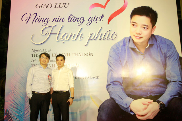Anh Thái và diễn giả Đinh Thái Sơn trong một buổi mini talk