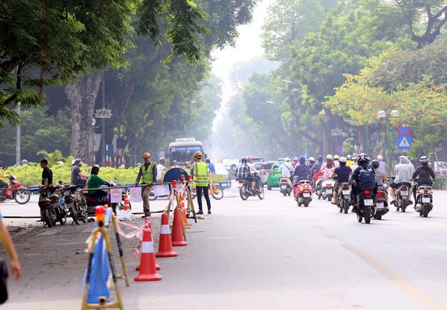 Hỗn loạn giao thông tại dự án ga ngầm Hà Nội sắp thi công trên đường Trần Hưng Đạo - Ảnh 2.