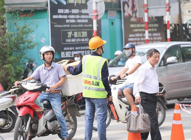 Hỗn loạn giao thông tại dự án ga ngầm Hà Nội sắp thi công trên đường Trần Hưng Đạo - Ảnh 6.
