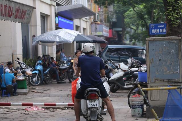 Hỗn loạn giao thông tại dự án ga ngầm Hà Nội sắp thi công trên đường Trần Hưng Đạo - Ảnh 9.