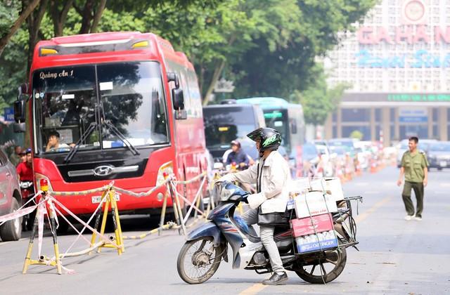 Hỗn loạn giao thông tại dự án ga ngầm Hà Nội sắp thi công trên đường Trần Hưng Đạo - Ảnh 12.