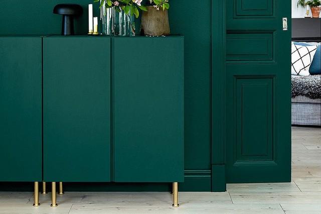 Không có gì ấn tượng hơn một thiết kế tủ đơn sắc với gam màu sang trọng. Bạn có thể đặt chúng ở bất cứ không gian nào trong ngôi nhà của mình.