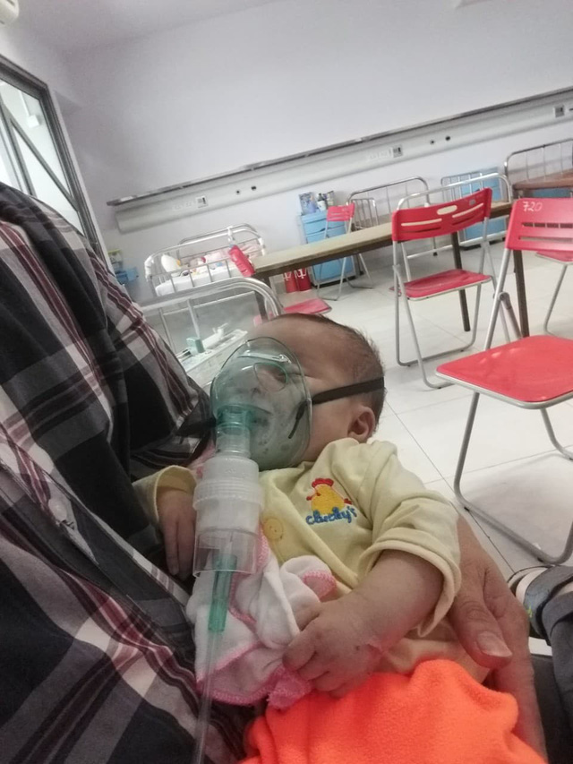 Rớt nước mắt hoàn cảnh bé sinh đôi mắc bệnh tim phức tạp cần phẫu thuật gấp - Ảnh 2.