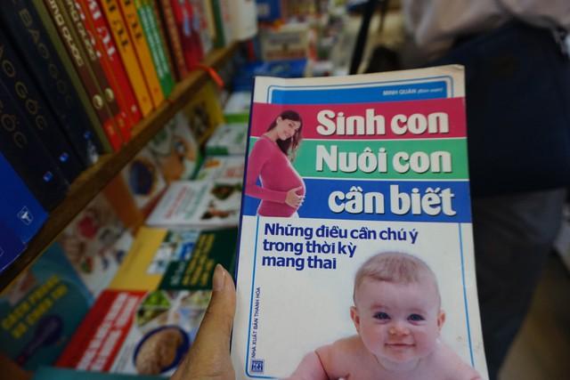 "Ấn phẩm ""Sinh con nuôi con cần biết"" có nội dung vi phạm."