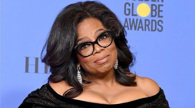 Oprah Winfrey được mệnh danh là bà hoàng truyền thông nhờ xây dựng được sự nghiệp truyền hình lẫy lừng. Bà còn là phụ nữ Mỹ gốc Phi đầu tiên lọt vào danh sách tỷ phú USD. Năm 2019, Forbes xếp bà ở vị trí người giàu thứ 916 hành tinh với tổng tài sản trị giá 2,5 tỷ USD . Ảnh: Getty.