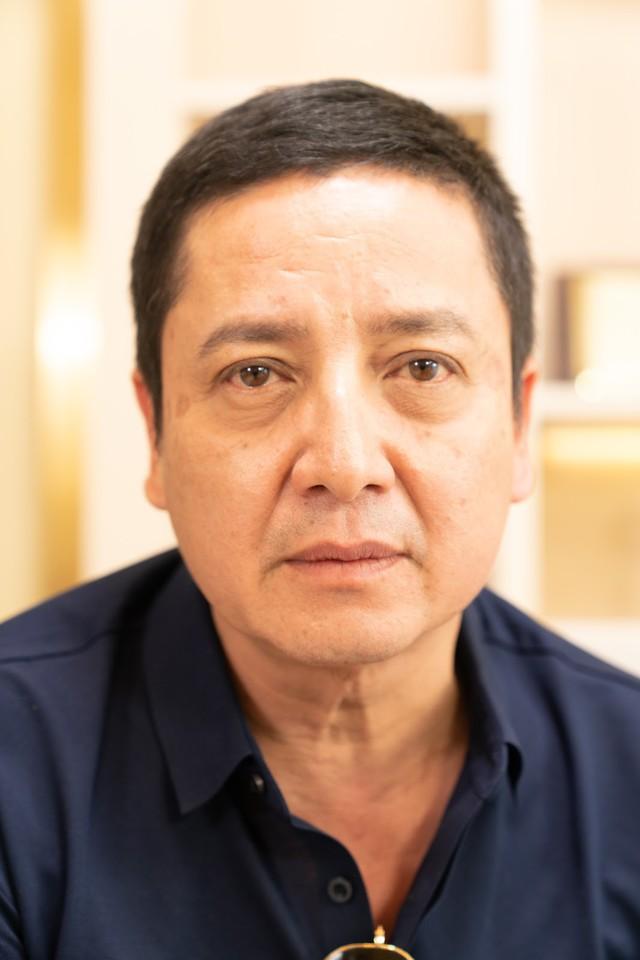 Tình trạng gương mặt của NSND Chí Trung trước khi tới sử dụng liệu trình căng da mặt bằng chỉ Collagen Smart Fiber.
