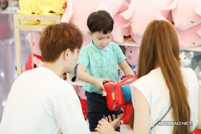 Thu Thủy đi chơi cùng con riêng và bạn trai kém 10 tuổi - Ảnh 5.
