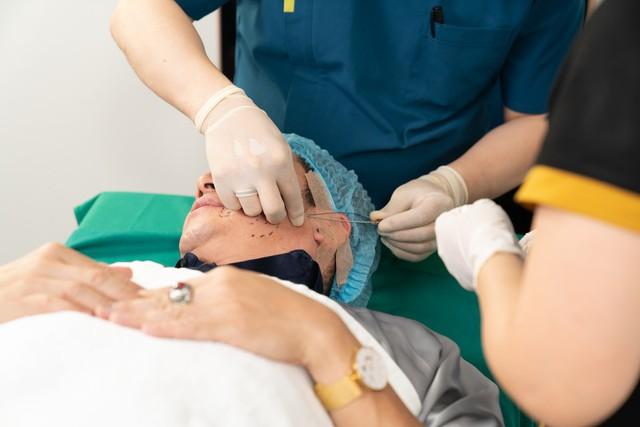 Chỉ Collagen Smart Fiber được trực tiếp đưa vào mặt với đầu vi kim đặc chế, giúp tái tạo làn da từ bên trong.