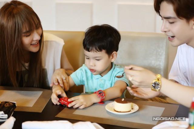 Thu Thủy đi chơi cùng con riêng và bạn trai kém 10 tuổi - Ảnh 9.