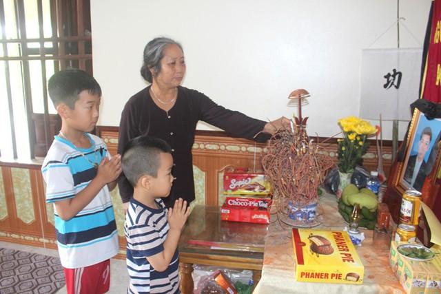 Tương lai mịt mờ của 2 đứa trẻ có bố chết vì tai nạn, bà nội mắc bệnh ung thư - Ảnh 1.