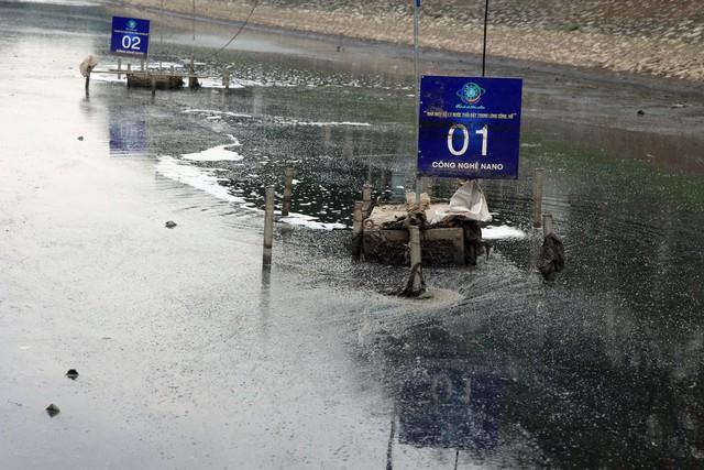 Váng nổi và kết đọng tại khu vực máy xử lý nước ô nhiễm.