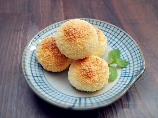 Chúc các bạn thực hiện thành công món bánh núm dừa này nhé!