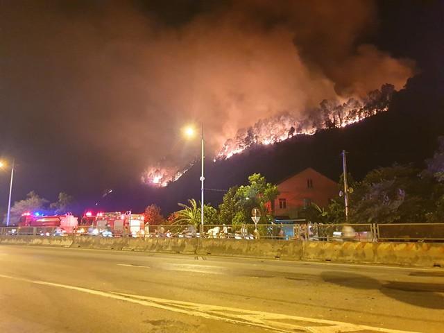 Hiện trường vụ cháy kinh hoàng.