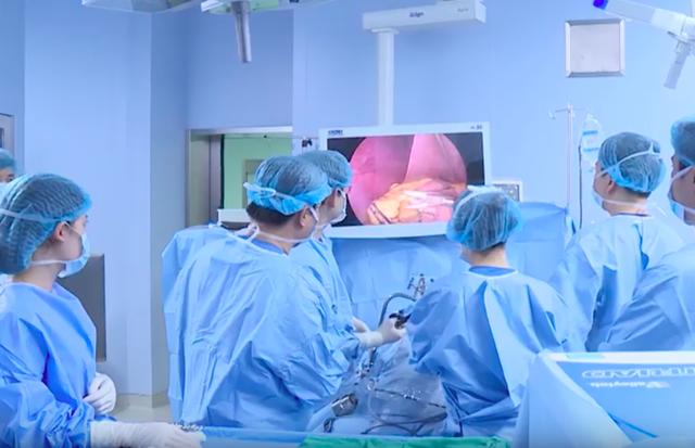 Ca phẫu thuật được tiến hành, sau 6 ngày, bệnh nhân giảm 9kg