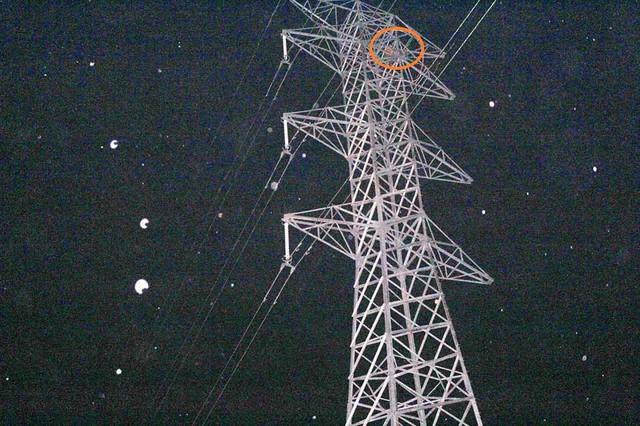 Cột điện cao thế nơi 2 anh em trèo lên đòi tự tử